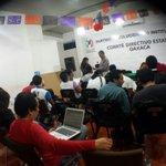 Continúa la preparación de la juventud priista. L@s jóvenes cada vez serán más en el CDE PRI OAX. @CCQ_PRI @gabyolma http://t.co/CcWIKT7GRv