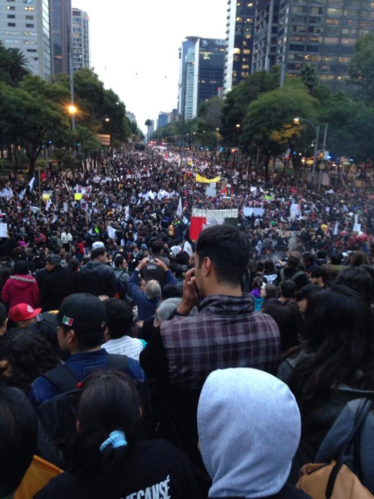 Este es el pueblo de México que marcha por un país libre, honesto, seguro y próspero. Bravo! (foto de @maraihdez) http://t.co/gSKJKXuGQf