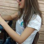 Preciso compartilhar a @_oienathi muito linda de batom e óculos, concentrada no wpp. http://t.co/GdfWxehU3X