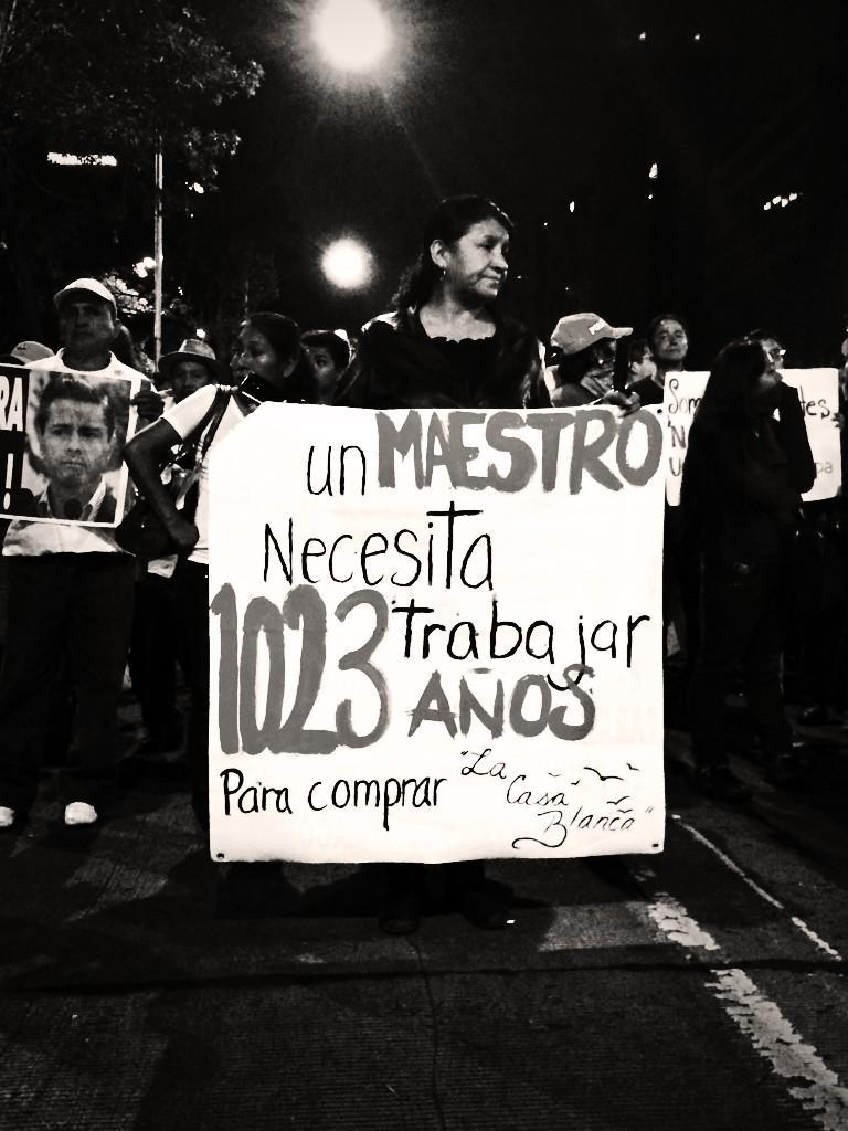 Un maestro necesita trabajar 1023 años para comprar la #CasaBlanca #YaMeCansé #AccionGlobalporAyotzinapa http://t.co/oI44dCCWpD