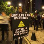 Jóvenes en la marcha imprimen creatividad a la protesta #20NovMx en demanda de justicia para normalistas #YaMeCanse http://t.co/ALxHMboz78