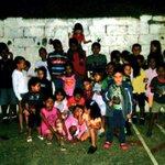 Ayer @B_UnionAlDia y @JuventudSucre realizaron otro #CineCalle con nuestros niños en el callejón El Jobo. ¡Seguimos! http://t.co/9s4MHiEU7v