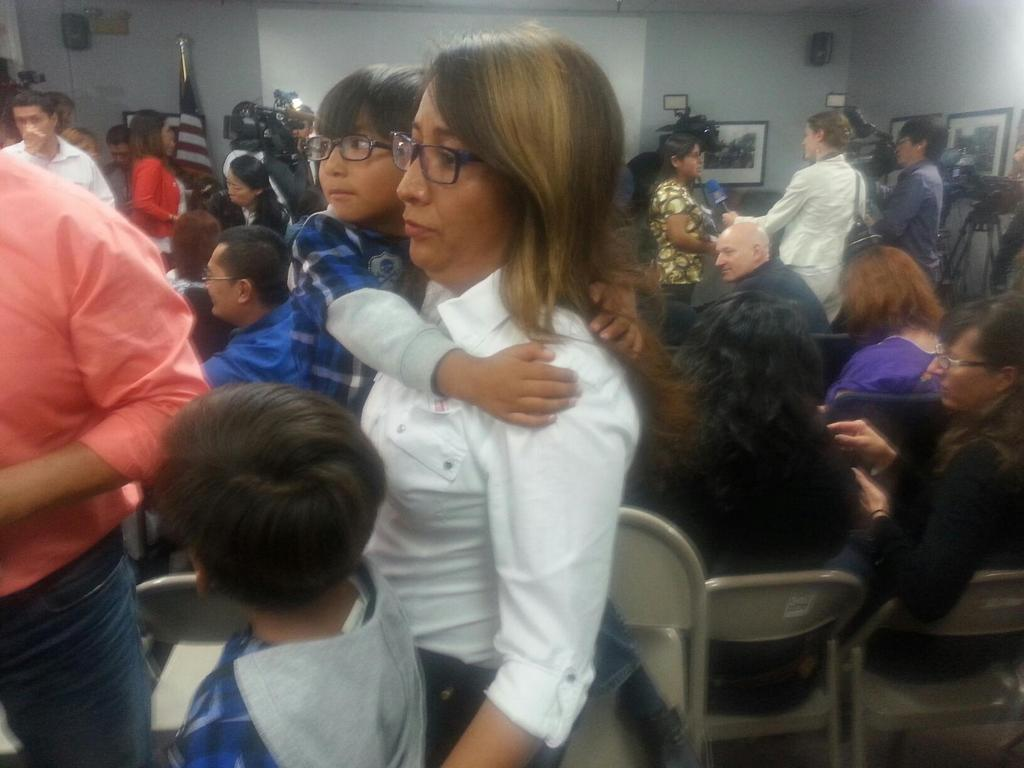 A mother with two US citizen children who will now live w/o fear. Gracias @BarackObama for this #ImmigrationAction ! http://t.co/gVsoBhKWNg