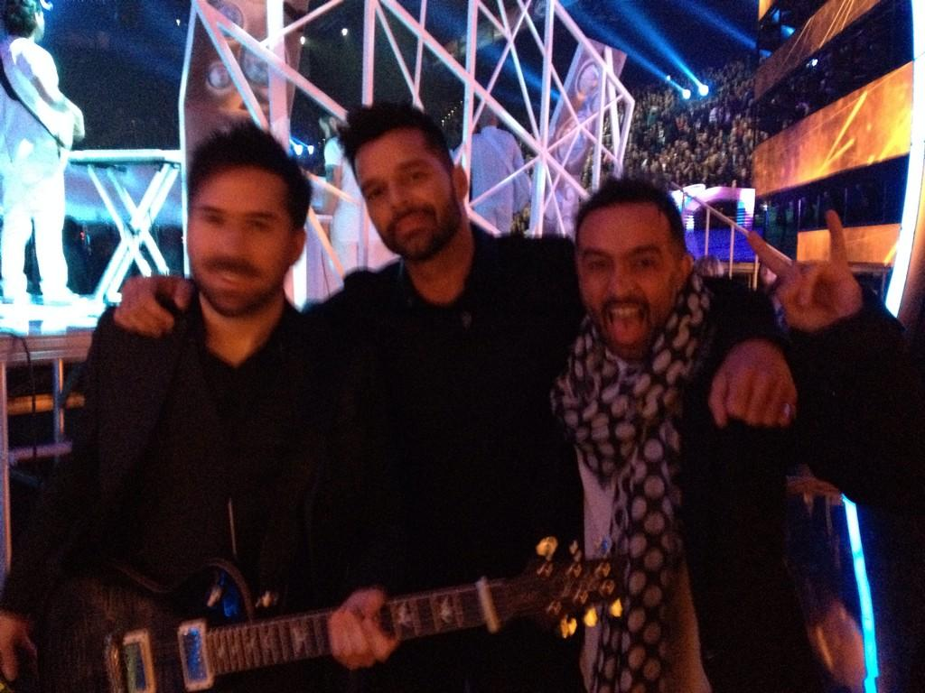 Back Stage con @CamilaMX y @ricky_martin http://t.co/YdaQu6HPWS