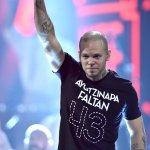 René, de @Calle13Oficial, se solidariza con los normalistas de #Ayotzinapa en los #LatinGRAMMY http://t.co/FIRC1wupUA http://t.co/xYVwCbiKfW
