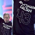 Calle 13 mostró en los Grammy Latinos su apoyo tras desaparición de 43 estudiantes en México http://t.co/0mEad9nYMk http://t.co/jZQGqGT3Sv