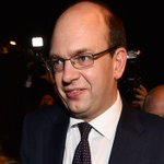 UKIP's Mark Reckless wins #RochesterAndStrood by-election, the party's second Parliament seat http://t.co/PIJq6TOwte