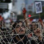 """#YaMeCansé… """"El enojo por la desaparición de #43 estudiantes en #México se torna contra @EPN http://t.co/u4XQPWQ06Q http://t.co/FlHdFx3PRq"""""""