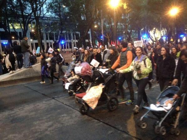 Aquí ven un típico contingente desestabilizador #20NovMx #ayotzinapa #TodosSomosAyotzinapa #FueElEstado #YaMeCanse http://t.co/LZAw42SGFq