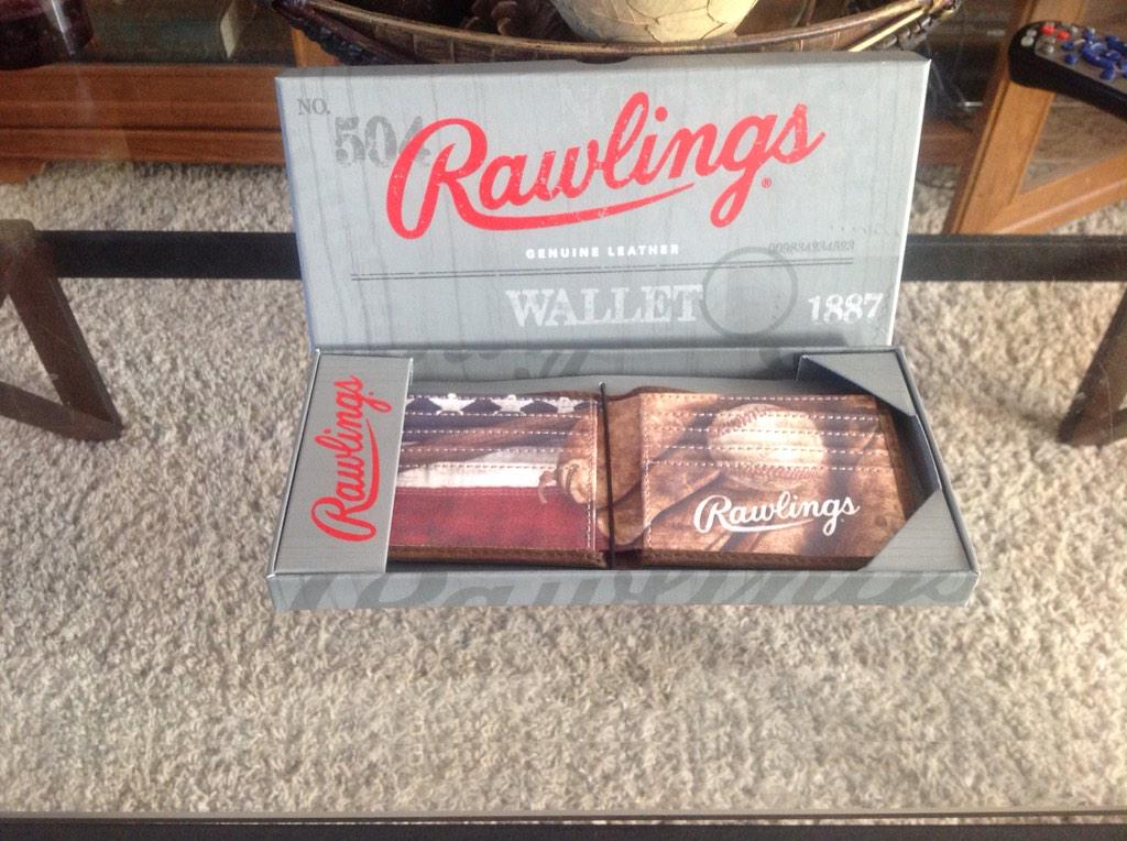 Giving away a sweet American made @Redlabelacc wallet this weekend! Please RT and follow us. #MadeInTheUSA http://t.co/ctziNpe43e