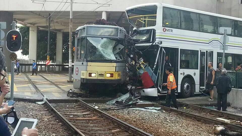 1425 輕鐵屯門碼頭站附近有列車出軌 ,路綫 507 + 614 + 614P 將受影響,請留意月台及車廂廣播 http://t.co/TRoQPbl359