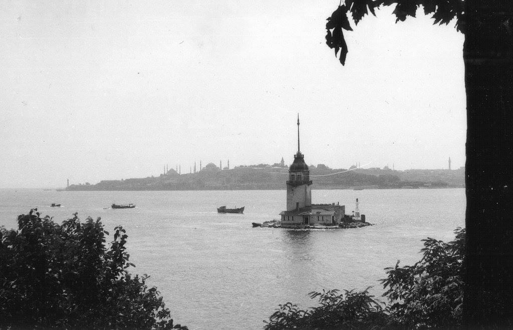 Kız Kulesi ve Tarihi Yarımada (1966) #istanbul http://t.co/VCfSjwftjN