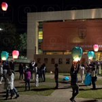 Alumnos de la @UABJO soltaron globos de Cantolla en representación de los 43 desaparecidos de #Ayotzinapa #Oaxaca http://t.co/gQtdZS1Exb