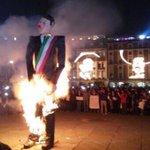 """@jorgeramosnews #YaMeCanse Mira bien @lopezdoriga esta imágenes dieron la vuelta al mundo pero no gracias a ti http://t.co/NFzeG3j5Uo"""""""
