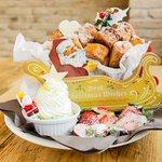 """""""@fashionpressnet: カフェ アクイーユからXmas限定「ドーナツパンケーキ」- カナダ産メープル香る贅沢な一皿 http://t.co/xknZPyK7cj http://t.co/lDGbAIYmQD"""" ここのパンケーキはめっちゃ大きかったなぁ。"""