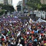 Estudiantes universitarios celebran su día con movilización en Caracas http://t.co/xrI5S7qg5Z http://t.co/vlb7W23dm2