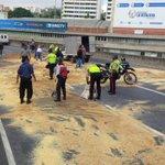 Controlan derrame de combustible en autopista Prados del Este #Caracas - vía @paramedicosmtt http://t.co/NBTHrRiGaA