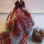 Opzoek naar een leuke relatie geschenk of Sinterklaas attentie. Wij maken Sinterklaas-/kerstpakketten naar uw wens... http://t.co/ZoCBjAuJ2Y