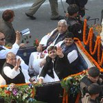 Mulayam rides a buggy on bday; 'event funded by Taliban, Dawood': Azam's sarcastic response http://t.co/5c3sxyW4Dd http://t.co/LGTLeeL9iZ