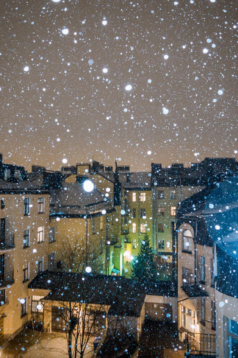 It's #snowing in #Helsinki! @jussihellsten http://t.co/zSsM6Upo8k