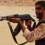 الدفاع عن الوطن وحمايته شرف وقيمة كبيرة.. هذا الجندي مستمر رغم إصابته الظاهرة.. #بنغازي #ليبيا http://t.co/TVpHiwYSrW