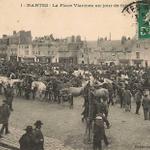 Un jour à #Nantes aller choisir son prochain cheval, en famille sur la place Viarme @reseau_tan @loireatlantique 1910 http://t.co/SPKmGGdD92