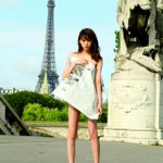 [エンタメ]桐谷美玲、新聞紙1枚でパリに立つ! http://t.co/jVNDg155XD http://t.co/Urf9mViRa0