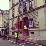 Le consulat de #France à #Genève maculé de peinture rouge, vendredi matin. Sur un mur, u... http://t.co/1uqyxaDU46 http://t.co/88jKCpkcWk