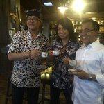 Brsma Abdee Slank & P Iwan tokoh warga Osing, nikmati kopi banyuwangi. Semboyan disini: sekali seduh, kita brsaudara http://t.co/dF8241dCsF