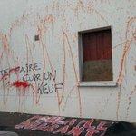 5 interpellations suite tags et jets de peinture sur façade gendarmerie Sautron. http://t.co/pJL9rpmodr