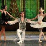 Ballet clàssic i patinatge sobre gel al @TeatreLlotja de Lleida. + info: http://t.co/VR1Z1q2TKc http://t.co/oVDUH2ZD9z