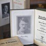 Amsterdamse galeriehouder gaat vrijuit in Mein Kampf-zaak, oordeelt de rechter http://t.co/SyrqinVER9 http://t.co/coY0fZxTyi