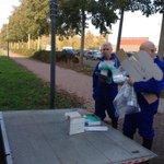 Experts maken zich klaar om bloedmonsters te nemen op 34 bedrijven rond vogelgriepbesmetting Kamperveen. #vogelgriep http://t.co/ixdO9WFNJ1