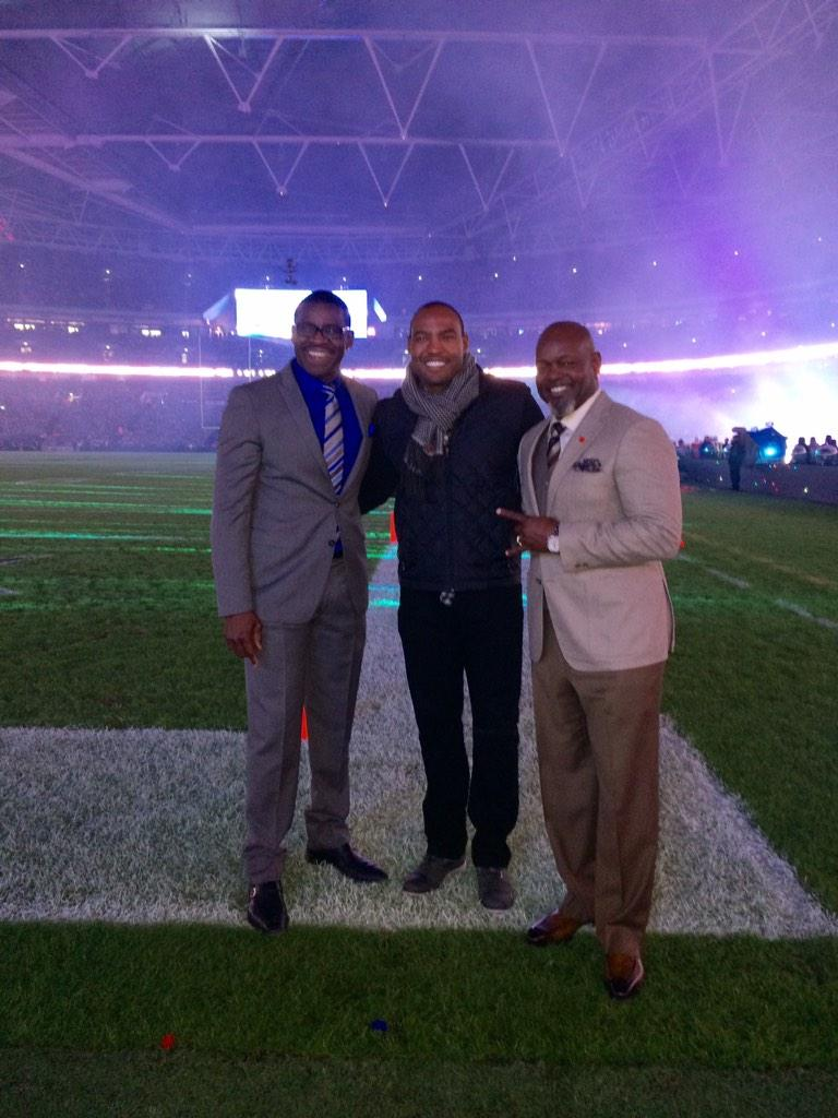 @dallascowboys @Jaguars game in London with @EmmittSmith22 and @michaelirvin88 http://t.co/VLaNWZzpES