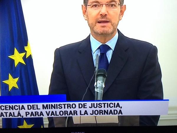 El micro del Ministro de Justicia se merece ser trending topic! #cataloniawins http://t.co/N5dk3ArOYQ