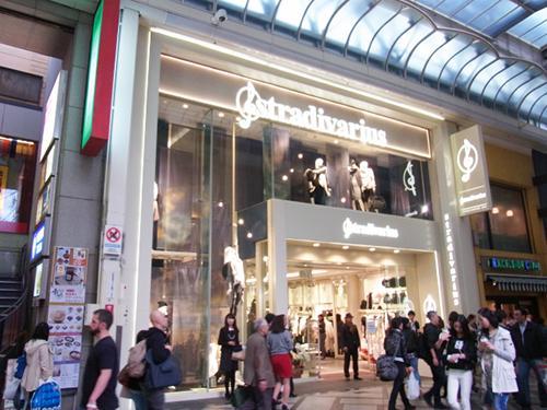 世界最大級 「ストラディバリウス(Stradivarius)心斎橋店」がグランドオープン http://t.co/OHsocUc5ct http://t.co/9n0QewY4Ks
