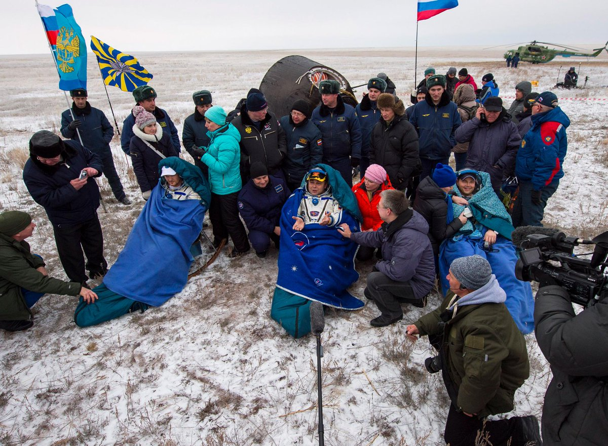 A few photos from the #Exp41 landing have been posted! Check them out! https://t.co/Lgd53BRebe #ISScrew #NASA #ISS http://t.co/D3P7z2NPyI