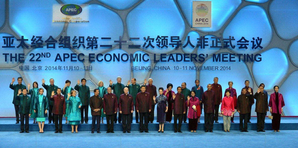 Showing typical disregard for international intellectual property, China takes APEC leaders' outfits from Star Trek http://t.co/DoZQNpWTgF