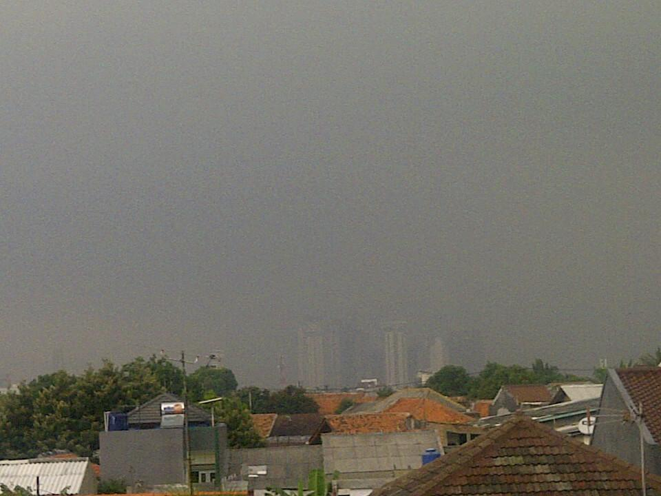 TheYufar : @RadioElshinta Awan gelap (hujan) di daerah kebayoran ...