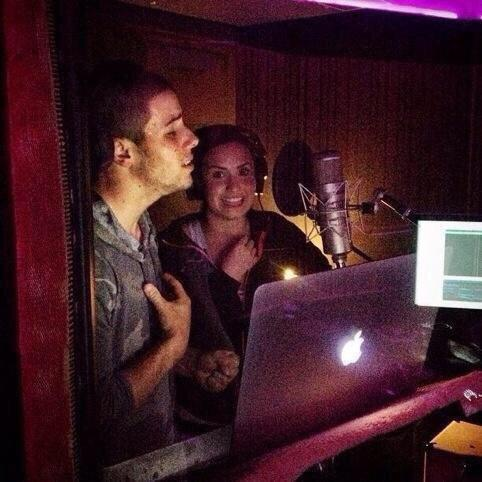 Nick and Demi recording Avalanche http://t.co/IPlDqU5PhV