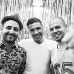 RT @AdlerGuido: Antes de subir al ring ayer, @Visitante13 @MMMaravillaBox @Calle13Oficial http://t.co/t8WbvUOXJu