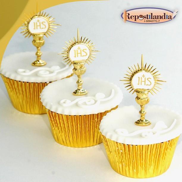Lindos y ricos cupcakes para el bautizo o comunión de tu pequeño <3  Si deseas realizar tu pedido comunícate vía ... http://t.co/9QJvO35G6f