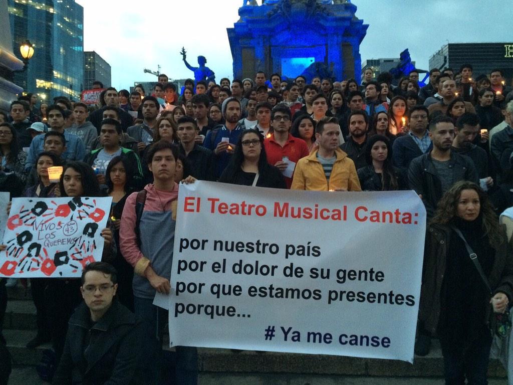 Comunidad teatral unida...#cantaportumexico #uniendovocespormexico #AyotzinapaSomosTodos http://t.co/xeKB0Xvgtt