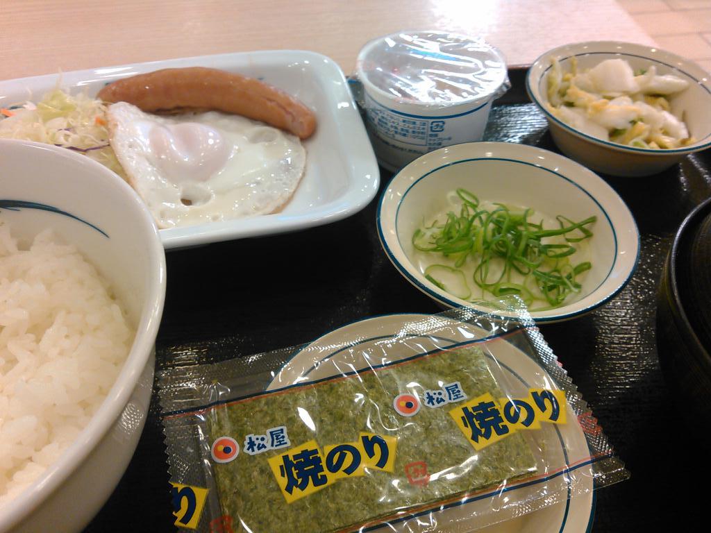 いただきます。朝飯です。 http://t.co/KoGs2et6R1