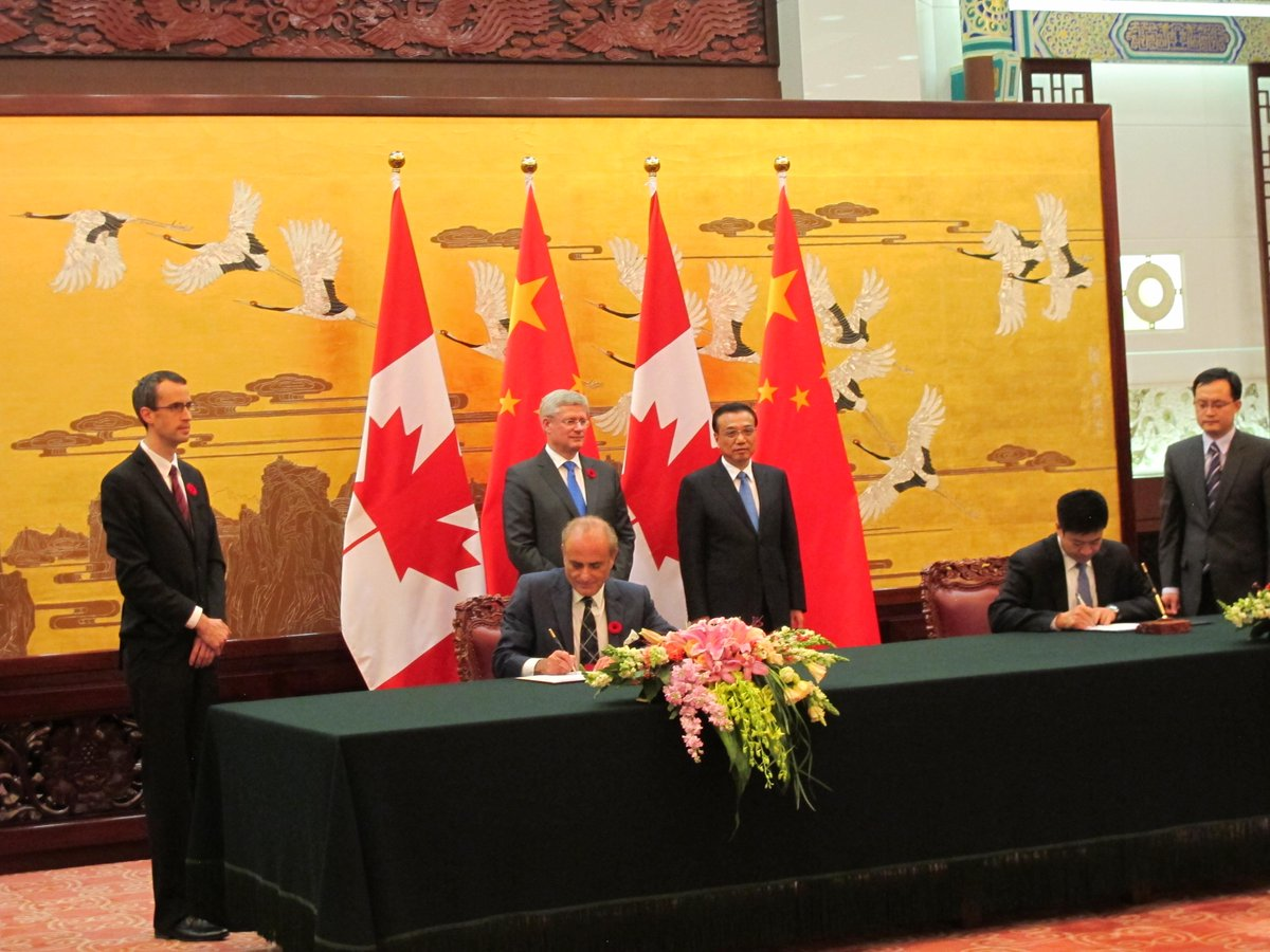 Air China & Air Canada to form strategic alliance. CEOs sign MOU in Beijing.