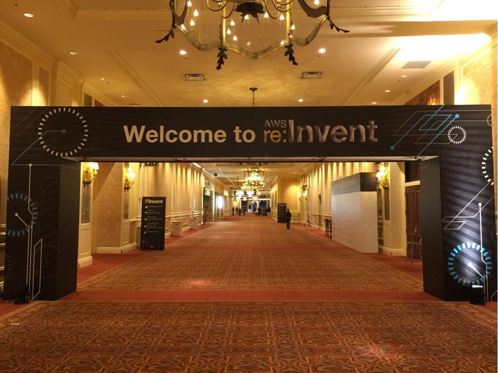 #reinvent protip: the café near the entrance is usually crazy busy. walk 3m left to Espressamente or  the juice bar http://t.co/T1ksm7tZWA