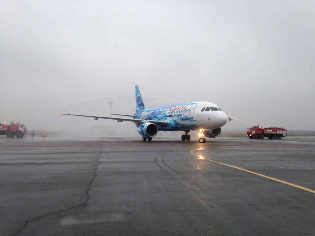 #прямосейчас встречаем самолет @zenit_spb на полосе @Pulkovo_LED. Смотрите, какой красавец!) http://t.co/34wBOOYxYu
