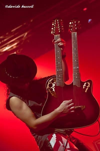 RT @FedeSambora: Rockin' the stage!!! @OvationGuitars @quintabemolle #sambora #bonjovi http://t.co/VRJYUlrqnZ #different