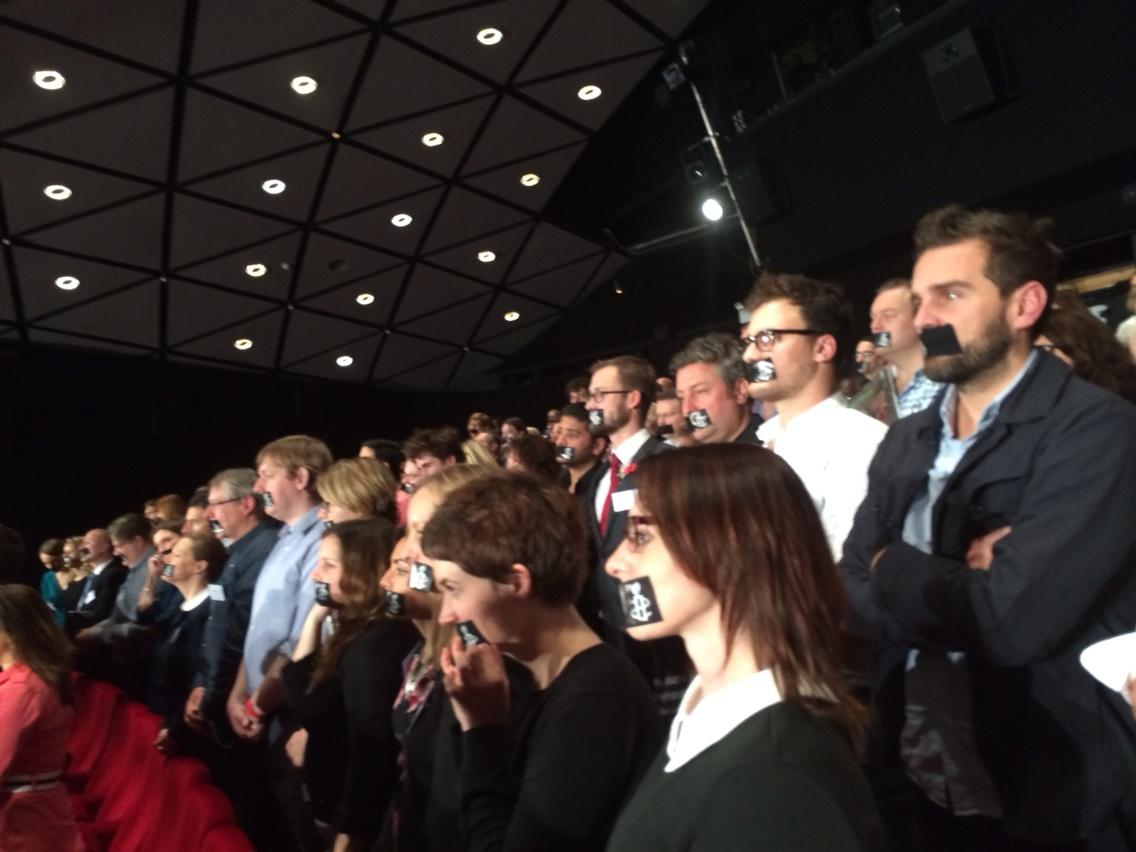 Journalists at the #amnestymediaaward tape their mouths in solidarity with imprisoned Al Jazeera journalists in Egypt http://t.co/eOzoL7qeTt