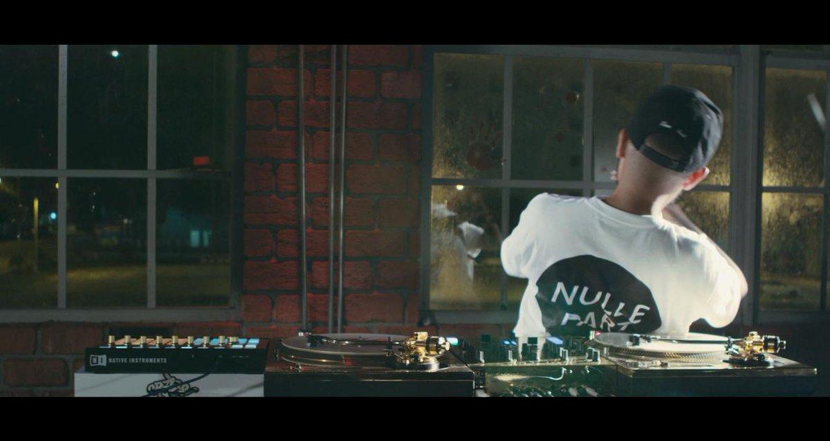 ".@CRAZEARONI will drop his & @TeekoMusic's ""Sucka DJs"" if his vid hits 1m views by week's end! http://t.co/s8ZEk11slt http://t.co/m6BLpVSwPh"